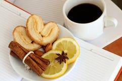 Lunch med kaffe och kakor Royaltyfria Foton