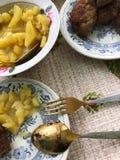 Lunch met aardappels en koteletten in Russische stijl royalty-vrije stock foto