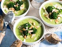 Lunch met broccolisoep royalty-vrije stock fotografie
