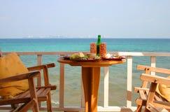 Lunch op het strand stock afbeelding