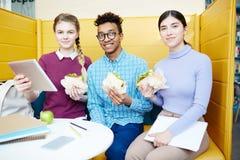 Lunch in universiteitskoffie royalty-vrije stock afbeelding