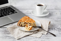 Lunch while working with laptop Royalty Free Stock Photography