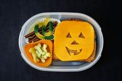 Lunchask för barn i form av monster för allhelgonaafton Arkivfoto