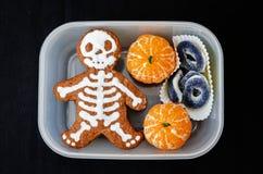 Lunchask för barn i form av monster för allhelgonaafton Royaltyfria Foton