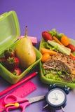 Lunchaskar med den nya sunda andra frukosten royaltyfri foto