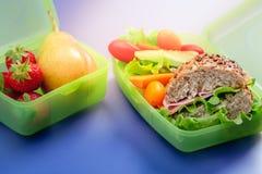 Lunchdozen met vers gezond tweede ontbijt royalty-vrije stock foto's