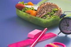 Lunchdozen met vers gezond tweede ontbijt royalty-vrije stock afbeelding