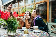 Lunchen in een koffie stock fotografie