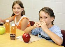 lunchskola tillsammans Royaltyfri Foto