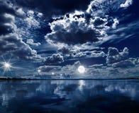 Lune au-dessus de la mer Photos libres de droits