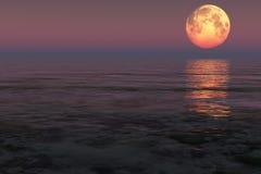 Lune au-dessus de la mer Images stock