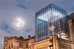 Lune au-dessus de musée Photographie stock libre de droits