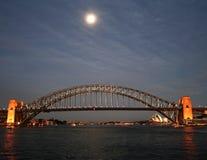 Lune au-dessus de port de Sydney Image stock