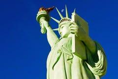 Lune au-dessus de statue de Las Vegas de la liberté photographie stock libre de droits