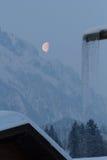 Lune au-dessus des montagnes Image libre de droits