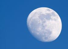 Lune au jour Photographie stock libre de droits