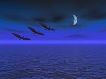Lune avec le vol de Pterodactyl au-dessus de la mer Photo stock