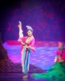 Lune de ballet de fille-Hui de Han au-dessus de Helan Photos stock
