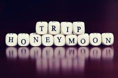 Lune de miel de voyage de cube en textes Images libres de droits