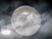 Lune de temps orageux Images stock