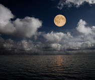 Lune et mer Image libre de droits