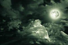 Lune magique au-dessus des nuages Photos stock