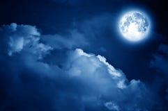 Lune magique au-dessus des nuages Images libres de droits