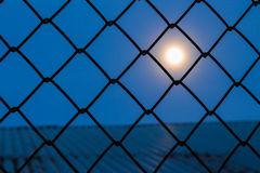 Lune pendant la nuit Image stock
