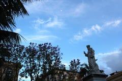 Lune se levant au-dessus de Sorrente, Italie Photos stock