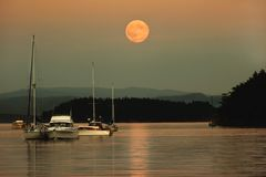 Lune superbe, île de Sucia, Washington State photos libres de droits