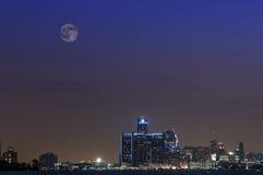Lune superbe au-dessus de Detroit Michigan Images stock