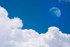 Lune sur le ciel bleu Photographie stock libre de droits