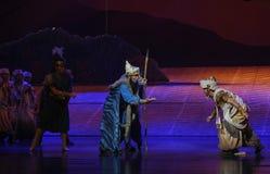 Lune tribale de ballet d'aînés-Hui au-dessus de Helan Photographie stock libre de droits