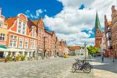 Luneburg, Германия: Взгляд центра города с исторической архитектурой стоковая фотография