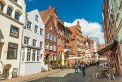Luneburg, Allemagne : Vieilles maisons historiques dans une des rues de la ville allemande célèbre photos stock