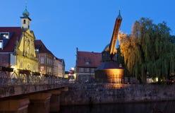 Luneburg, Altes Kaufhaus et grue en bois historique Images stock