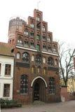 Luneburg, Niemcy - 10 12 2017: Średniowieczni tradycyjni europejczyków domy na kamiennym bruku europe zima obrazy stock