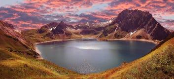 Lunersee del lago artificiale e della catena montuosa, Austria Immagini Stock Libere da Diritti