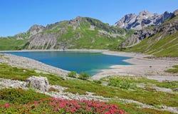 Lunersee en tirolean alpen, Oostenrijks landschap stock foto