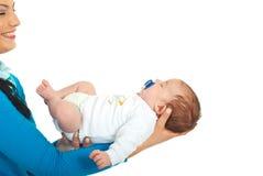 Lunes feliz que detiene al bebé recién nacido Imagen de archivo libre de regalías