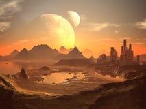 Lunes jumelles au-dessus de ville de désert avec des pyramides Image libre de droits