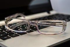lunettes avec le clavier Images libres de droits