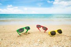 Lunettes de soleil à la plage Photographie stock libre de droits