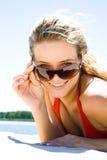 Lunettes de soleil blondes d'esprit Photographie stock
