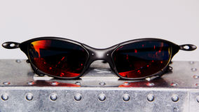 lunettes de soleil d'isolement par fond blanches Image stock