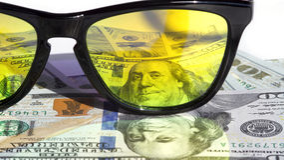Lunettes de soleil reflétant l'argent Image libre de droits