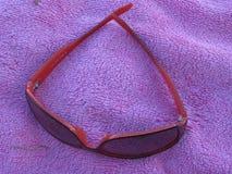 lunettes de soleil rouges Images stock