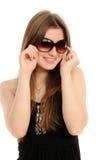 Lunettes de soleil s'usantes de femme Images stock