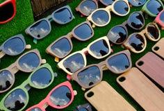Lunettes de soleil sur le compteur photos libres de droits