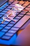 Lunettes sur le clavier Photographie stock libre de droits